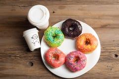 Donuts Круглая зажаренная в тучном пирожке малый зажаренный торт sweetene Стоковое Изображение