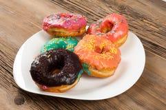 Donuts Круглая зажаренная в тучном пирожке малый зажаренный торт sweetene Стоковое фото RF