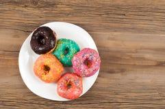 Donuts Круглая зажаренная в тучном пирожке малый зажаренный торт sweetene Стоковые Изображения