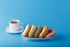 5 donuts на голубой предпосылке Стоковые Изображения RF