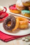 Donuts на плите и кофе Стоковая Фотография