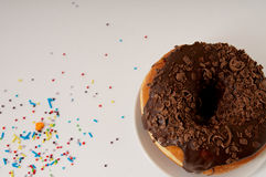 Donuts на плите на белой предпосылке Стоковая Фотография