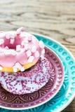 2 donuts на плите Стоковое Изображение