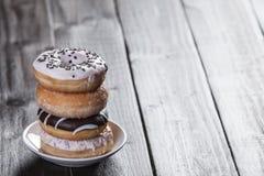 Donuts на таблице Стоковая Фотография