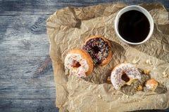 Donuts с кофе для пролома Стоковые Изображения RF