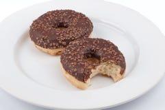 2 donuts с поливой шоколада что сдержано служили на a Стоковая Фотография