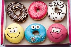 donuts установленные в коробку на белизне Стоковая Фотография RF