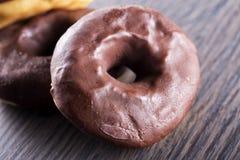Donuts шоколада в конце вверх Стоковое Изображение