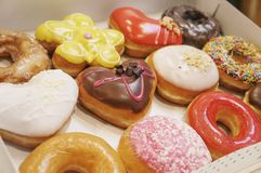 Donuts in de doos royalty-vrije stock afbeeldingen