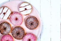 Donuts dla śniadania Ciasto Cukierek widok od odgórnych deserów Zdjęcia Stock
