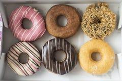 Donuts in een doos Royalty-vrije Stock Afbeeldingen