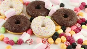 Donuts en zoete suikergoed en heemst stock video