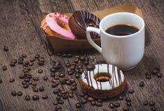 Donuts i filiżanka kawy Obrazy Stock