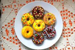 Donuts na białym talerzu Obraz Stock