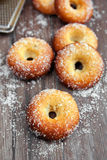 Donuts na drewnianym stole Obrazy Royalty Free