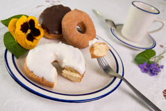 Donuts op plaat royalty-vrije stock fotografie