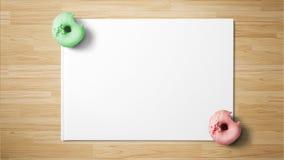 Donuts op Witboek op houten achtergrond royalty-vrije stock afbeeldingen