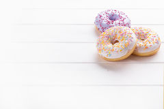 Donuts på en vit Royaltyfria Bilder