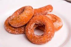 Donuts på plattan Royaltyfri Foto