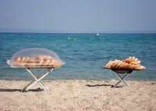 Donuts på stranden Royaltyfria Bilder