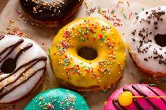 Donuts w glazerunku zakończeniu up Zdjęcie Stock