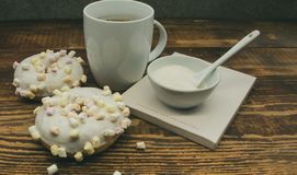 Donuts z marshmallow fotografia royalty free