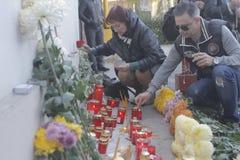 27 dood in de nachtclubbrand van Boekarest Colectiv Stock Afbeeldingen