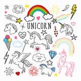Doodle радуги единорога волшебный Freehand Стикеры и заплаты изолированные на белой предпосылке бесплатная иллюстрация