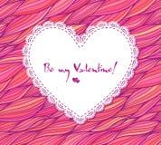 Сердце белой бумаги кружевное на розовой предпосылке doodle Стоковое Фото