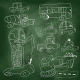 Το χέρι του παιδιού σύρει το στοιχείο αυτοκινήτων. Κινούμενα σχέδια Doodle στο σχολικό πίνακα Στοκ εικόνες με δικαίωμα ελεύθερης χρήσης