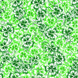 Doodle green clover Saint Patrick's Day  seamless pattern Royalty Free Stock Photos