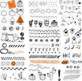 doodles συρμένο χέρι Βέλη Doodle, καρδιές, στοιχεία κακογραφίας ελεύθερη απεικόνιση δικαιώματος
