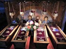 Doodskist met heilige overblijfselen - Christelijke symbolen royalty-vrije stock foto