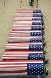 Doodskisten die met Amerikaanse vlaggen worden behandeld Royalty-vrije Stock Afbeeldingen