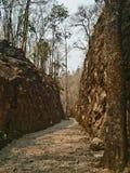 Doodsspoorweg in het Park van de Geschiedenisnatie dat een toeristische attractie van Thailand Royalty-vrije Stock Foto's
