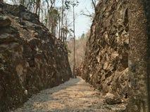 Doodsspoorweg in het Park van de Geschiedenisnatie dat een toeristische attractie van Thailand Stock Foto's