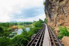 Doodsspoorweg langs de Rivier Kwai in Kanchanaburi, Thailand Royalty-vrije Stock Afbeelding
