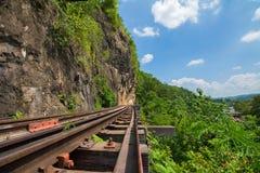 Doodsspoorweg langs de Rivier Kwai in Kanchanaburi, Thailand Stock Foto