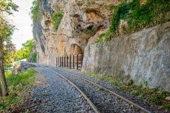 Doodsspoorweg, tijdens Wereldoorlog II, Kanchanaburi Thailand wordt gebouwd dat Stock Afbeelding