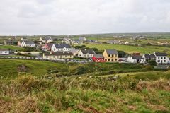Doolin Village, co Linea costiera dell'Oceano Atlantico vicino a Ballyvaughan, Co Fotografia Stock Libera da Diritti
