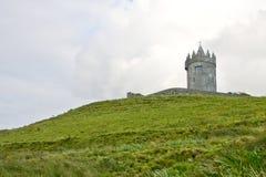 Doonagore城堡塔,在爱尔兰西部 免版税库存照片