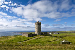 Doonagore roszuje, Doolin, okręg administracyjny Clare, Irlandia Obraz Stock