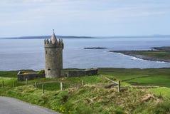 Doonagore slott Doolin Co. Clare Ireland Royaltyfri Foto