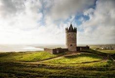 Doonagore slott Irland royaltyfri fotografi