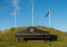 Doonbeg, Ierland - December achtentwintigste 2016: Donald Trump International Golf Links & vijfsterrenhotel Doonbeg, Provincie Cl royalty-vrije stock afbeelding