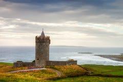 Doonegore Schloss in Irland. Lizenzfreie Stockfotos
