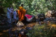 Doopselonderdompeling in water - het eerste en belangrijkste Christelijke sacrament Stock Afbeelding