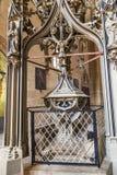 Doopvont binnen de Kathedraal van Erfurt Stock Afbeeldingen