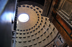 Door de deuren van het Pantheon Stock Foto's