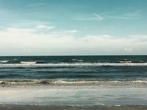Door de Oceaan Royalty-vrije Stock Fotografie